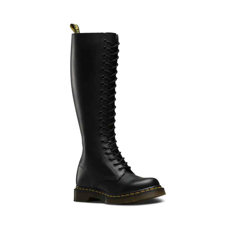 1B60/12270003 Black Smooth 20-Eye Boot