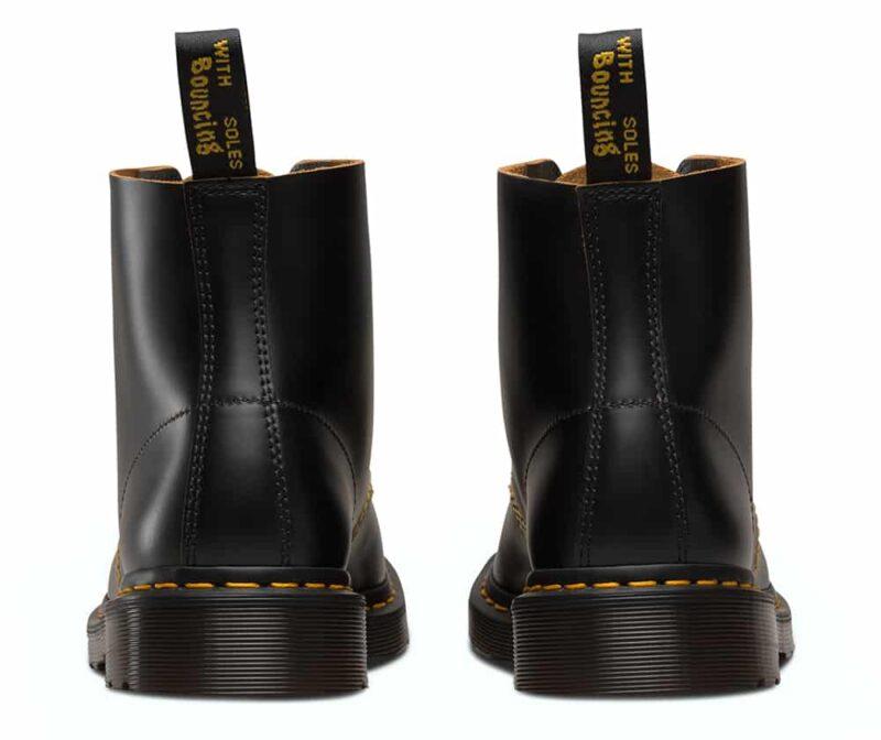 101/22701001 Black Vintage Smooth 6-Eye Boot 4